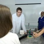 bazuka-de-bola-de-tenis-jovens-cientistas
